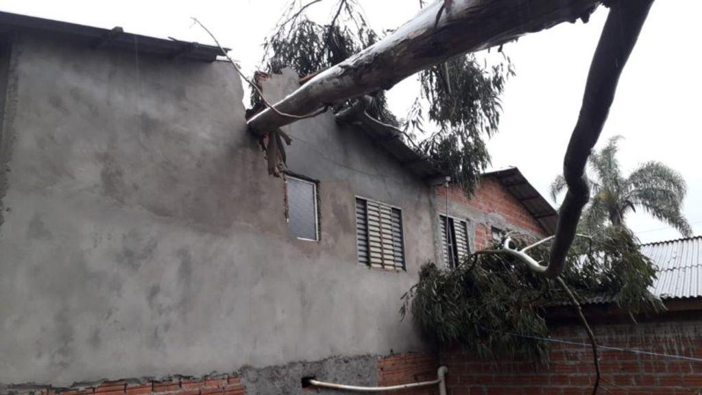 Santa Catarina registra dois tornados na manhã desta terça-feira