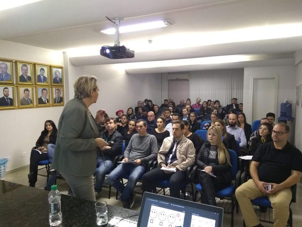 """CDL/Joaçaba promove Workshop com o tema """"Encantadores de Clientes"""""""