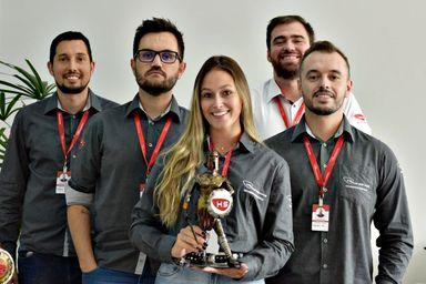 Equipe da Fidelys com a premiação recebida pelo 5º ano seguido.