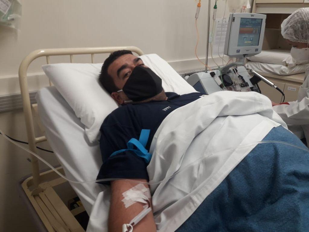 Chalaco durante o procedimento no hospital