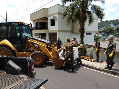 Programa de Controle da Dengue recolhe aproximadamente 11 caçambas de lixos com mutirões de limpeza