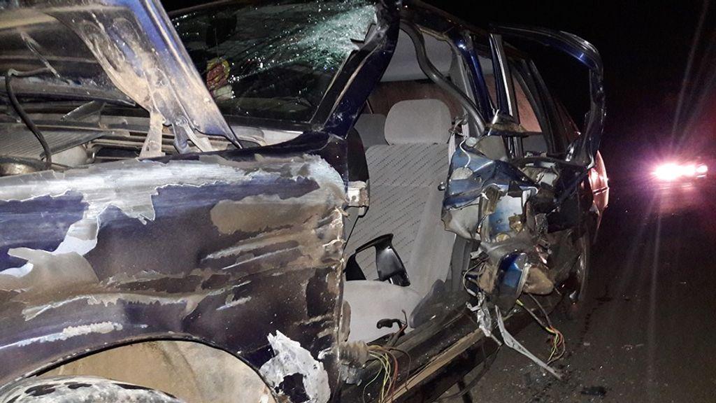 Com o impacto grandes danos foram registrados no carro e na motociclieta