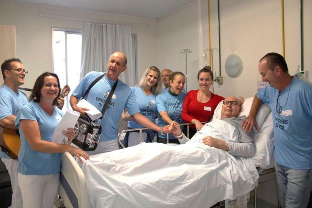 Cantadores levaram música e alegria aos pacientes do HUST
