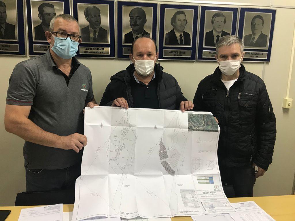 AMMOC entrega projeto para construção do novo cemitério de Herval d' Oeste