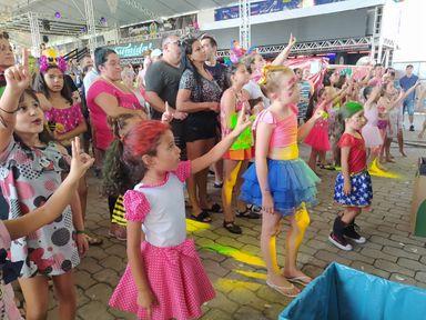Música e brincadeiras fazem a alegria da criançada no Carnaval Infantil