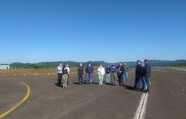 Diretoria da ACIOC visita as obras do aeroporto Santa Terezinha