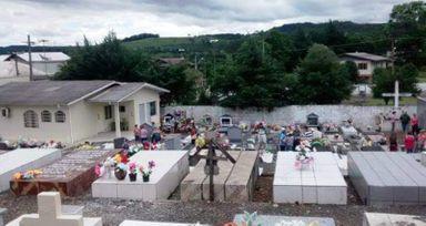 Você Viu? Quem comprou lote no Cemitério de Água Doce tem um ano pra morrer pra não perder lote
