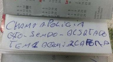Bilhete foi entregue a uma funcionária do banco (Foto: Polícia Militar)