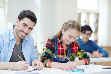 Inscrições para as bolsas de estudo do Uniedu começam na segunda-feira (10)