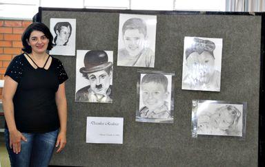 Professora de Piratuba expõe seus desenhos realistas na Biblioteca da Unoesc Joaçaba