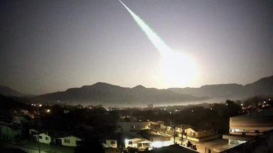 Assista! Câmera registra na região a queda do meteoro que transformou a noite em dia