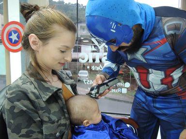 Felipe de Capitão América. A ideia conquistou as crianças. (Fotos: Oda Silva)