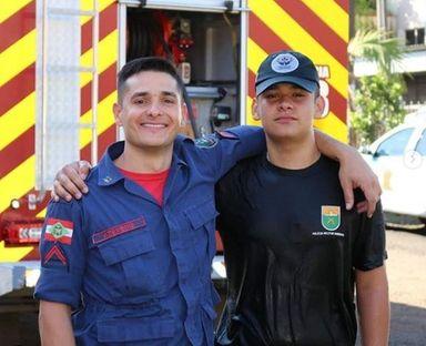 Cabo Azevedo com o filho Vitor