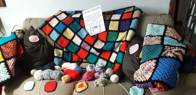 Amigos do Hospital São Roque estão arrecadando lã para confeccionar colchas que serão doadas ao Hospital