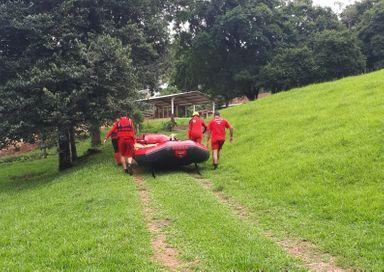 Corpo de bombeiros busca por morador de Herval d' Oeste desaparecido