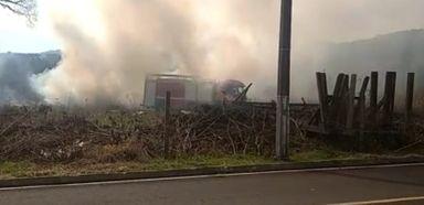 Veículo pega fogo em Luzerna