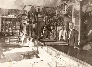 Da esquerda para a direita, os pioneiros - Botcha, Achilles, Angelim e Albino - Foto 1921