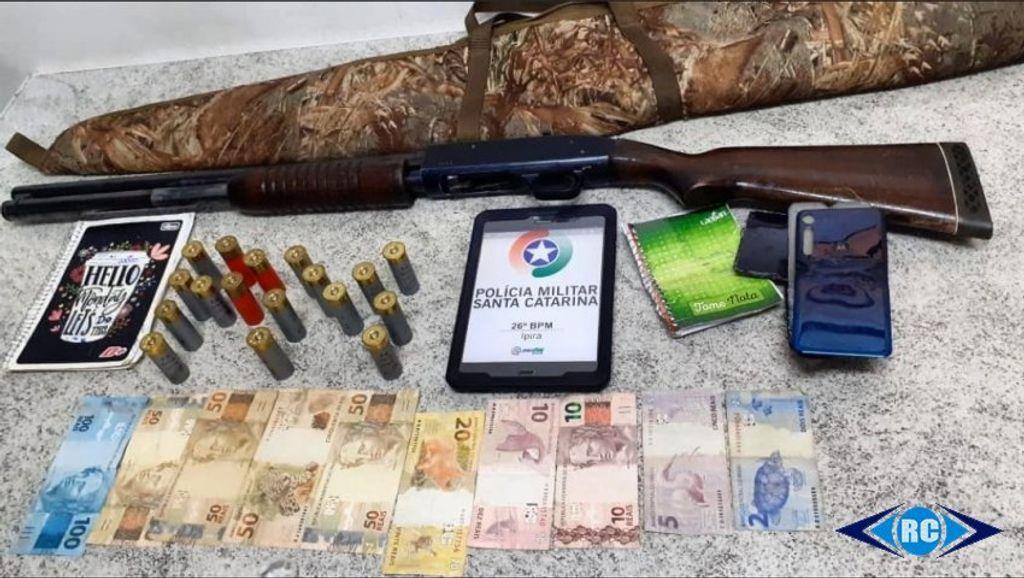 PM de Ipira apreende arma de fogo, munições e prende suspeitos de tráfico de drogas