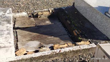 Imagens enviadas pela administração mostram a situação de abandono do cemitério