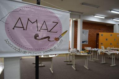 Biblioteca da Unoesc sedia exposição de trabalhos da Associação de Mulheres Artesãs de Zortéa