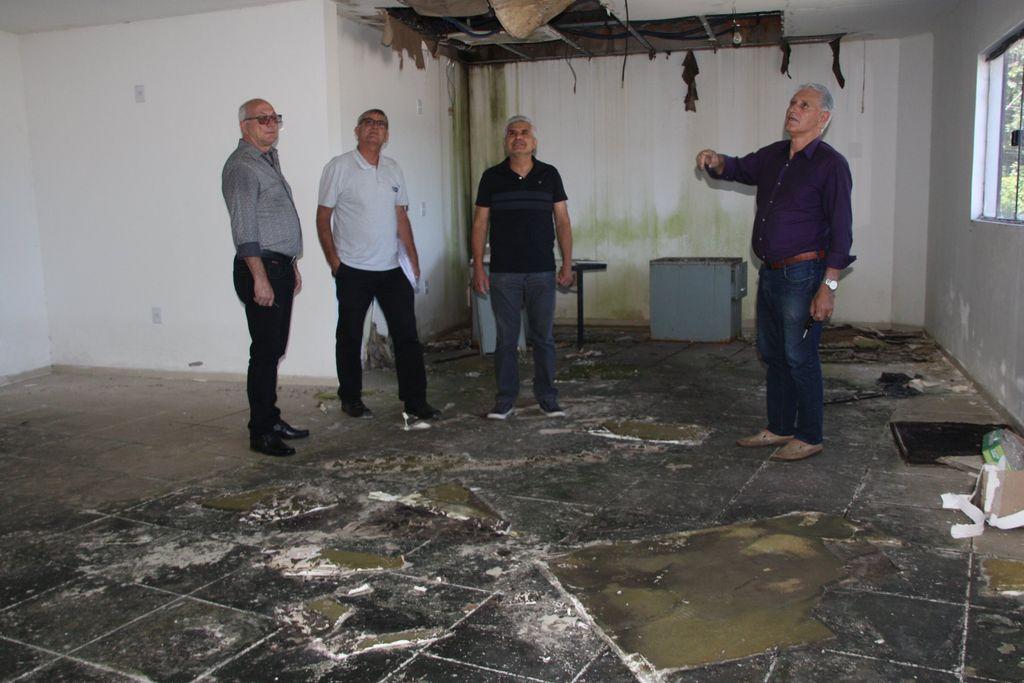Construção adquirida pela Prefeitura de Joaçaba está abandonada