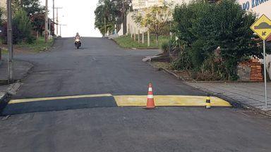 Local onde o acidente aconteceu recebeu pintura provisória e foram colocados cones