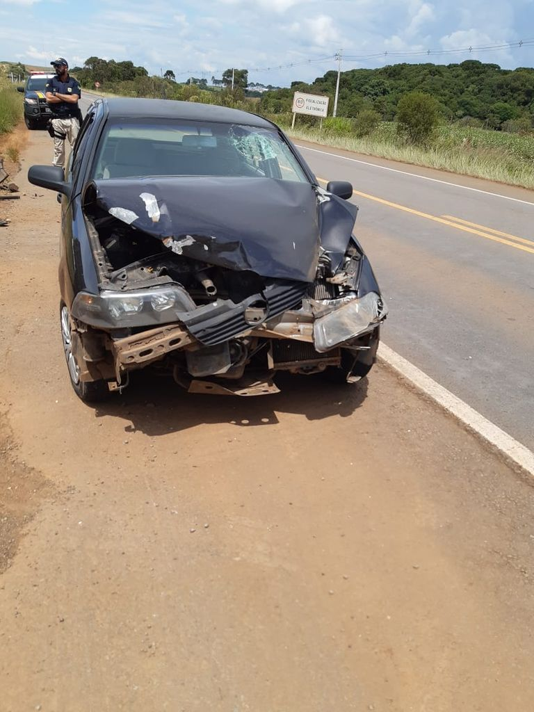 Acidente entre caminhão e veículo deixa uma pessoa ferida na BR-470