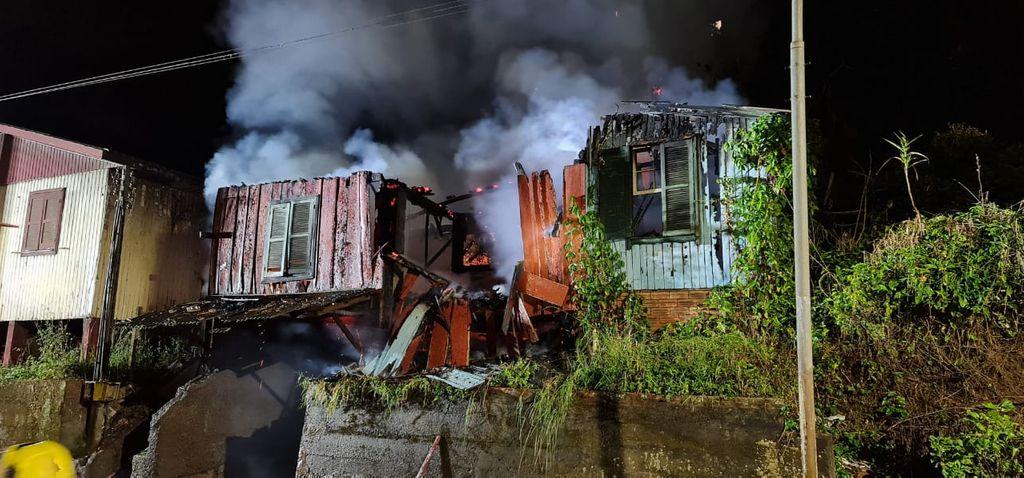 Incêndio destrói residência em Joaçaba
