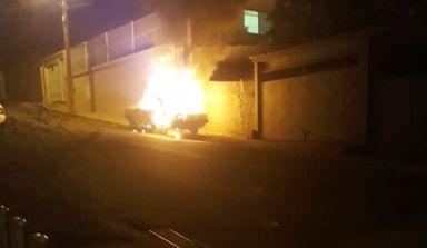 Incêndio destrói veículo em Herval d´Oeste