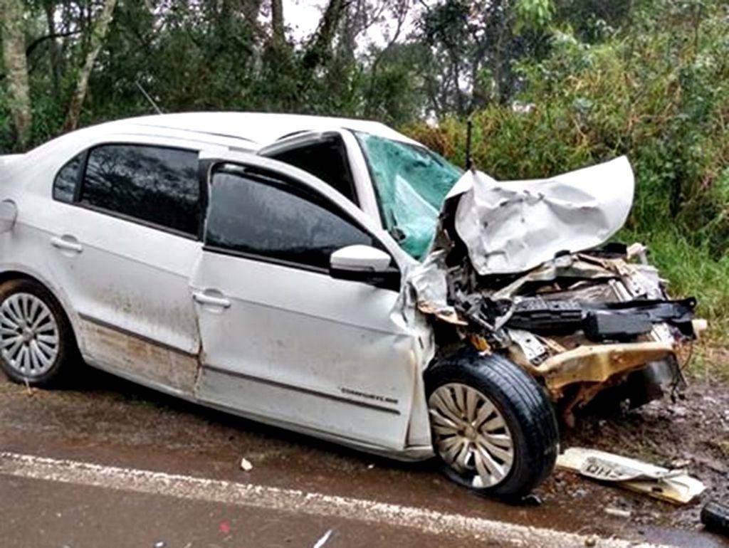 Veículo com placas de Luzerna se envolve em acidente com caminhão no RS