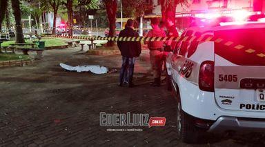 Homem é morto esfaqueado na praça em Herval d' Oeste