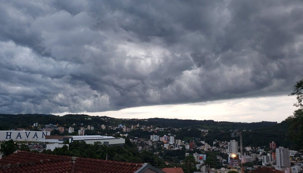 Previsão indica possibilidade de temporais. (Foto: Arquivo Portal Éder Luiz)