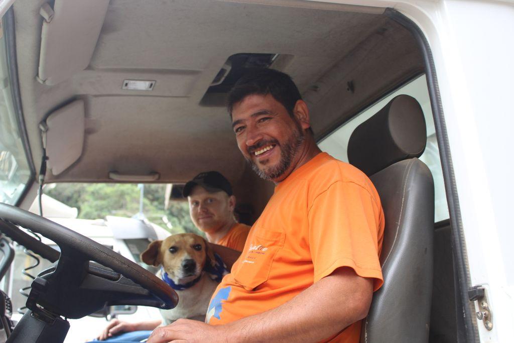 O motorista Marcos foi quem começou a amizade com o cãozinho