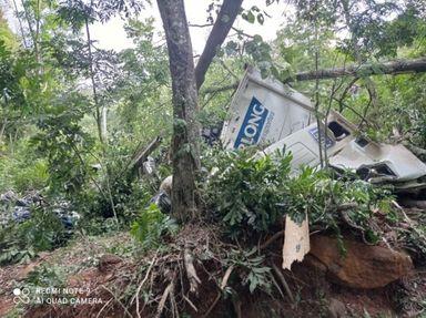 Homem fica ferido após carreta tombar no Oeste de Santa Catarina
