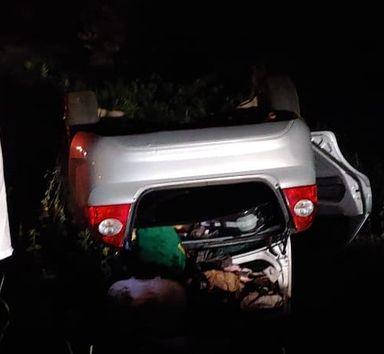 Carro capota após atingir pedestre na BR 282 em Joaçaba