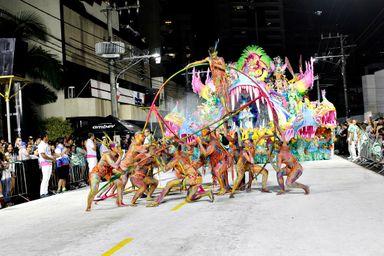 Aliança empolga o público contando a história do Brasil antes da chegada dos colonizadores portugueses
