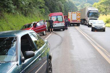 Sequência de acidentes envolve três veículos na BR-282 em Joaçaba