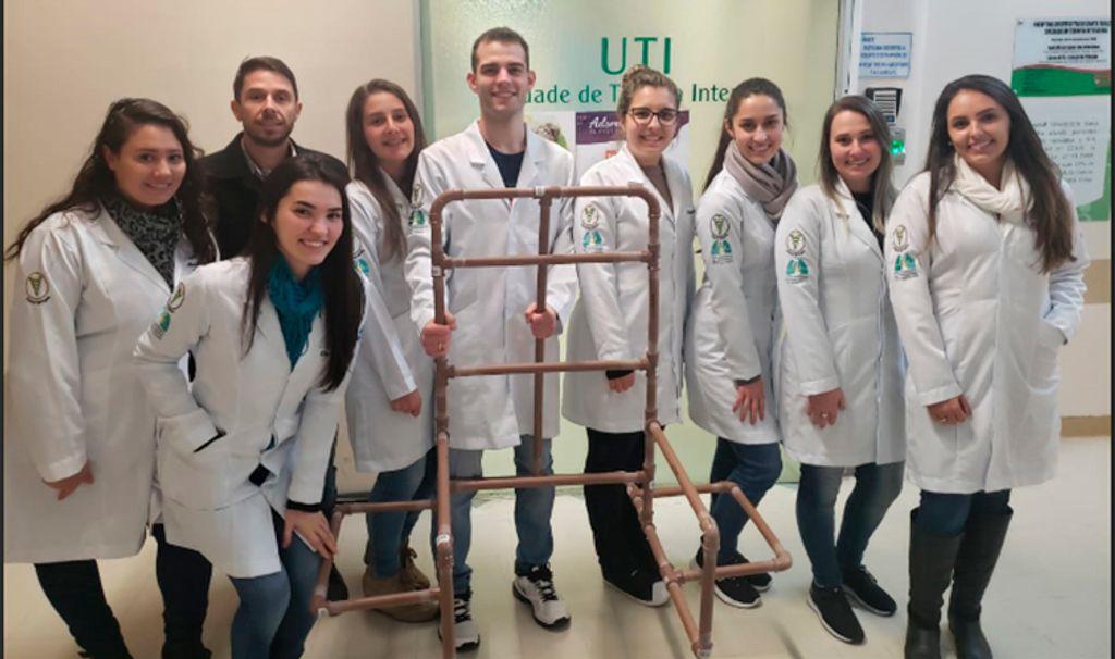 Acadêmicos de Fisioterapia desenvolvem cadeira de leito que beneficia pacientes internados na UTI