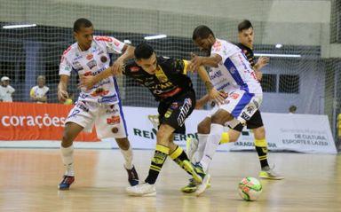 F1 - Joaçaba Futsal venceu o Jaraguá por 3 a 2 no jogo de ida, na casa do adversário. (Foto Lucas Pavin - Avante Esportes)