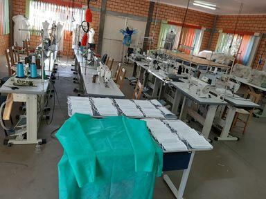 Instituições se unem para produzir máscaras e jalecos visando segurança dos profissionais de saúde