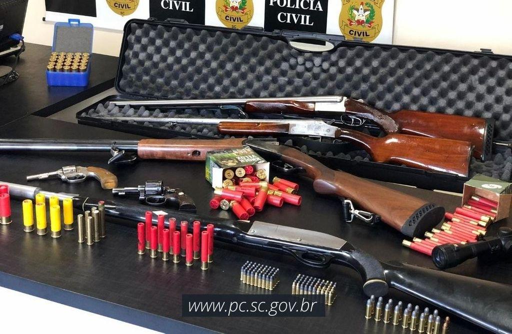 Neto é preso com armas após ser acusado de expulsar avó de 80 anos de casa