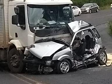 Acidente envolvendo caminhão com placas de Videira deixa uma pessoa morta na BR 282, em São José do Cerrito