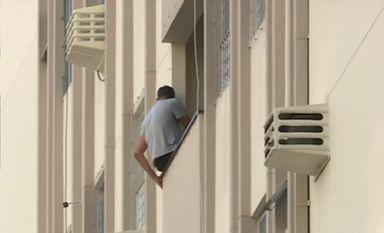 Paulo se entregou depois de 25 horas de negociação com a Polícia Militar (foto: Reprodução RIC TV)