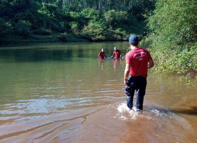Jovem de 19 anos morre afogado ao se banhar em rio com amigos
