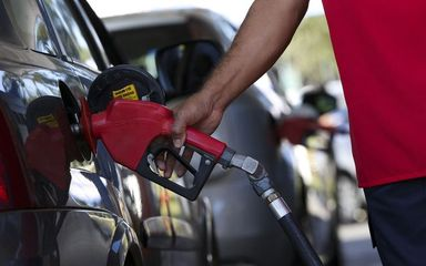 Petrobras aumenta preço da gasolina em 10% nesta terça