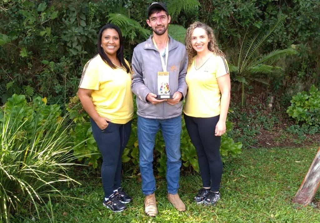 Rafael com as professoras  Fernanda e Nilza