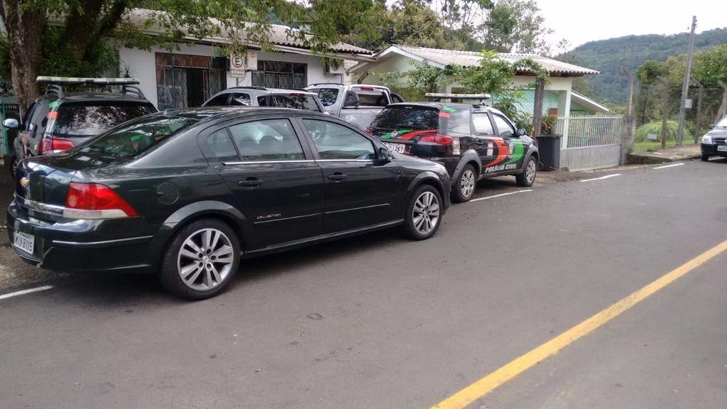 Polícia Civil de Herval apreende veículo com marcador de quilometragem adulterado em revenda