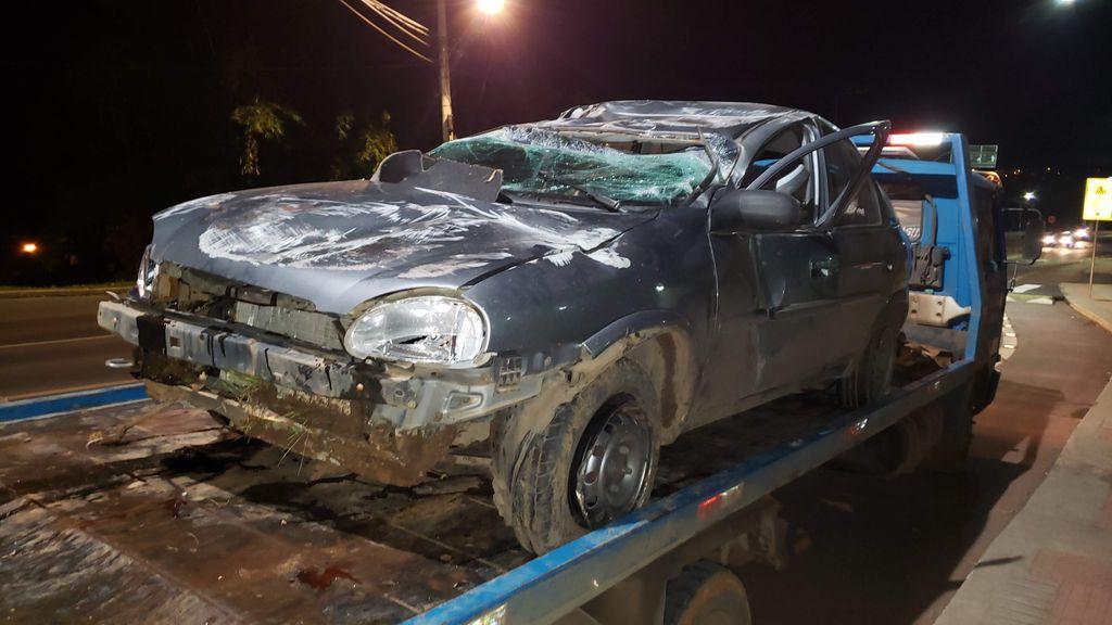 Três pessoas ficam feridas e veículo destruído em acidente no Acesso Adolfo Zigelli