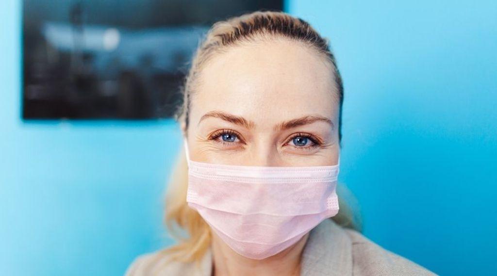 Pesquisa revela que o uso de máscara torna a aparência mais jovem