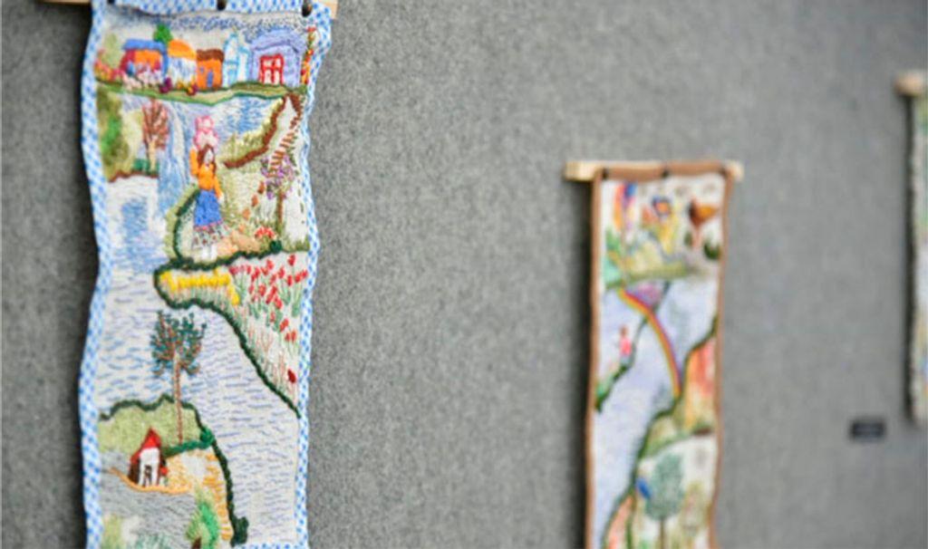 """A série de bordados foi inspirada na obra """"Rio Inventado"""" que foi lançada por Rita em 2018  (Foto: Thais Schardong)"""